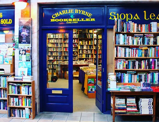It's Irish Book Week amd here's my much loved labyrinth in Galway City. It's Charlie Byrne's Bookshop. It rambles up and down steps and into second book areas, children's books, journals and any new book you could think of. It's kinda am institution and I insist you visit. ️